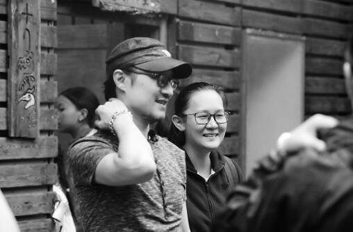 潘瑞芳(右)与支教老师汪峰(左)在一起